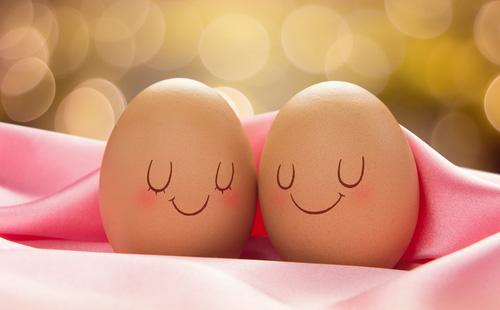 Два куриных яйца